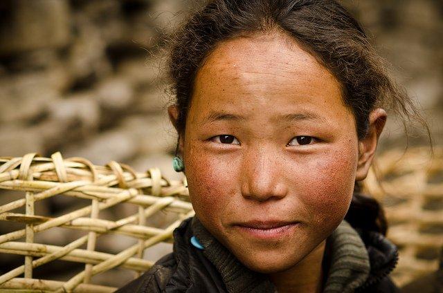 manaslu trek girl photograph
