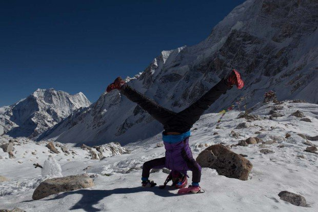 manaslu larkya pass headstand